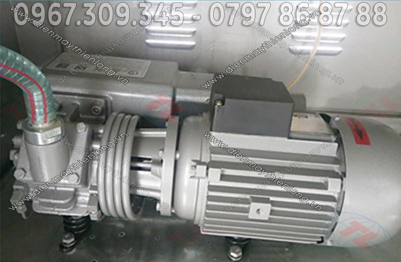 motor-bom-hut-chan-khong-20l